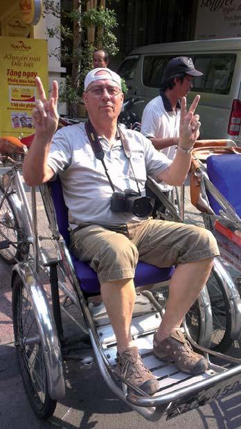 Prof. Vítovec cestovatel a fotograf ve Vietnamu.