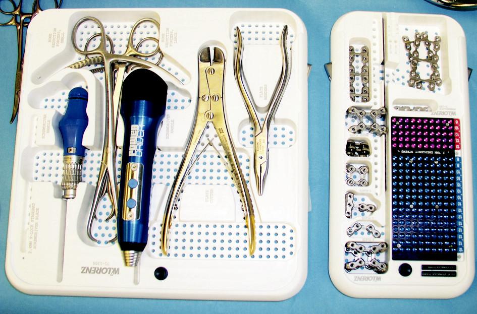 SternaLock® systém (W. Lorenz Surgical, Inc.) Fig. 1. SternaLock® system (W. Lorenz Surgical, Inc.)