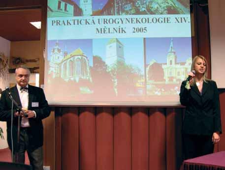 MUDr. J. Zmrhal, CSc., předseda Urogynekologické společnosti, a Ing. H. Bílková, zástupkyně společnosti Pfizer, při zahájení konference.