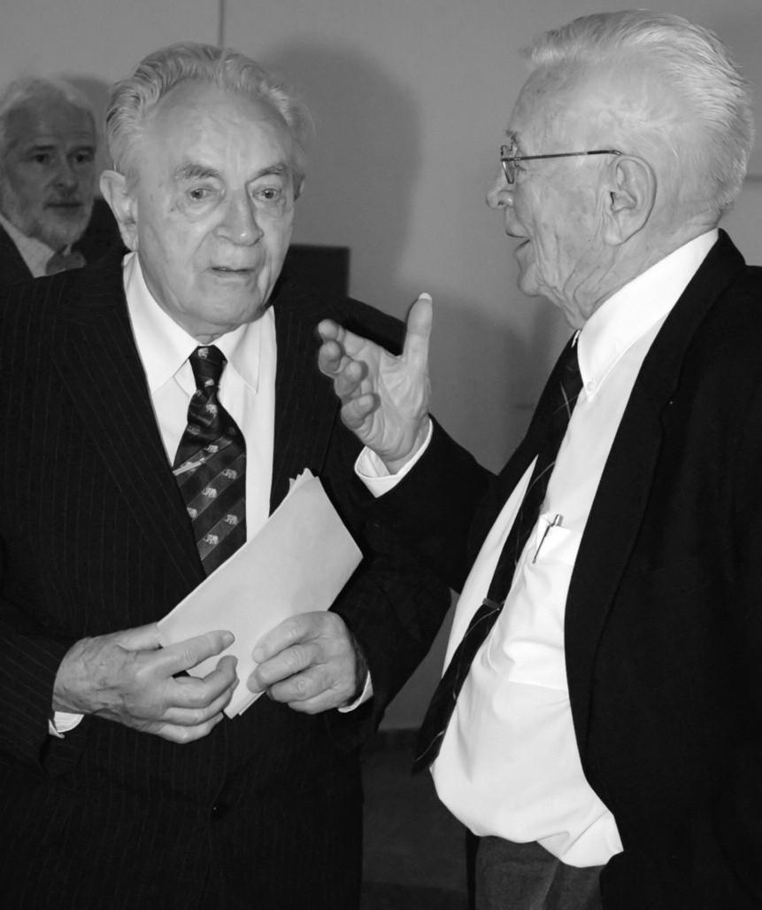 Setkání dávných přátel a spolupracovníků. Prof. Jiří Švorc (vpravo) na slavnostním semináři k 90. narozeninám doc. Aloise Kopeckého (vlevo) v červnu 2010.