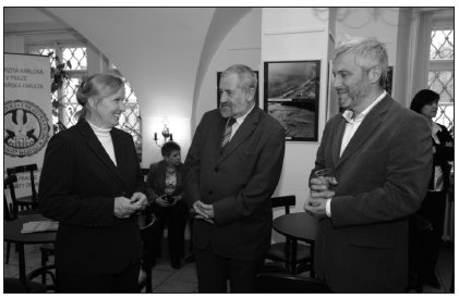 Slavnostního setkání se zúčastnili rovněž prorektor UK PhDr. M. Horyna a děkan 2. LF UK doc. O. Hrušák.