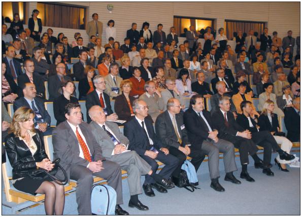 Publikum při slavnostním zahájení.