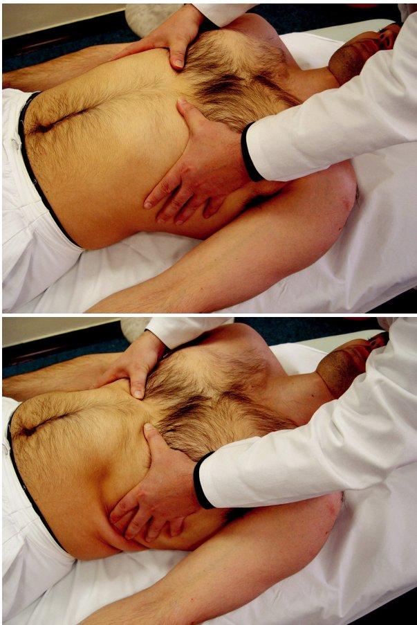 a,b Nácvik laterálního rozvoje hrudníku. Při nastavení hrudníku do kaudálního postavení (a) pacient nadechuje proti našemu odporu (b).