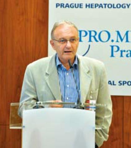 Prof. Petr Hůlek při zahájení PHM 2012. Prof. Petr Hůlek during the opening ceremony of PHM 2012.
