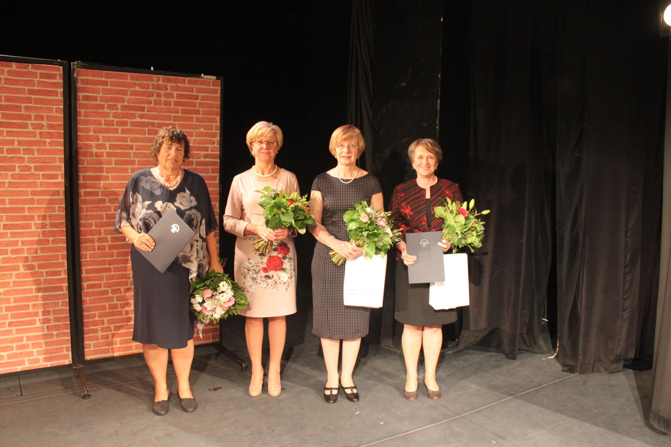 Oceněné sestry (zleva) Bc. Anna Skalická, Mgr. Nina Müllerová, Mgr. Jana Fendrychová, Ph.D., Květa Prouzová, DiS.; Foto: ČAS