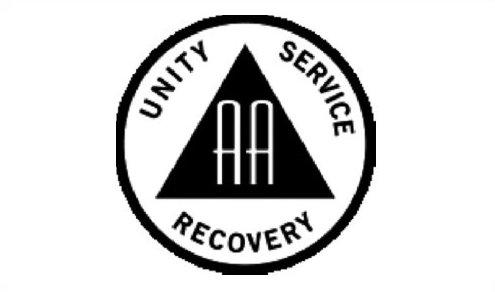 Znak AA, často se používá i bez nápisu, a úhly trojúhelníka se někdy dotýkají vnitřní strany kruhu.
