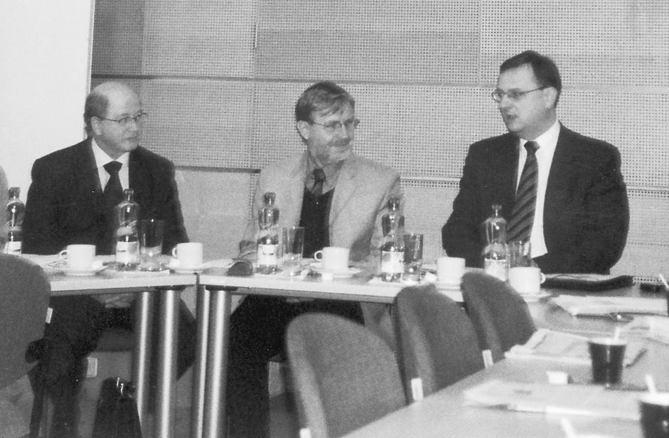 Pan ministr Petr Nečas, MUDr. Bc. Rostislav Čevela, Mgr. Jiří Král (zprava doleva)