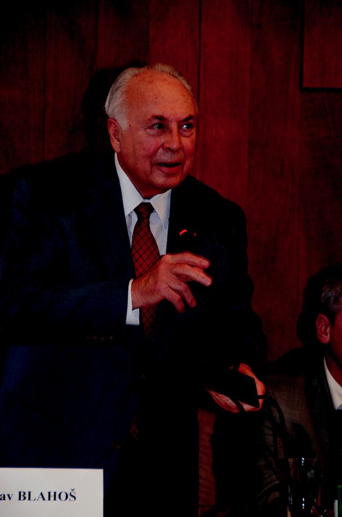 Prof. MUDr. Jaroslav Blahoš, DrSc. v roli moderátora semináře. Foto: Jiří Široký