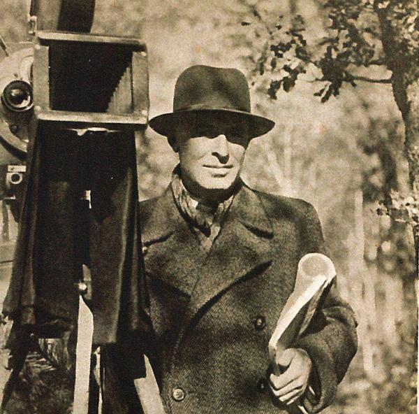 Vladislav Vančura (23. června 1891 Háj u Opavy – 1. června 1942 Praha) u filmové kamery