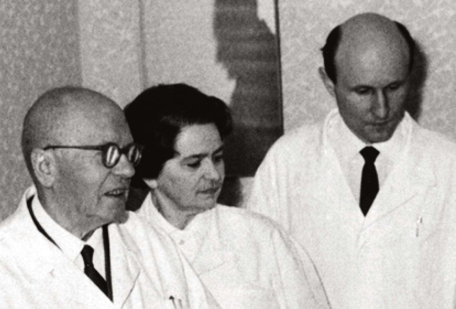 Profesor Seeman s doc. Sedláčkovou a dr. Vrtičkou.