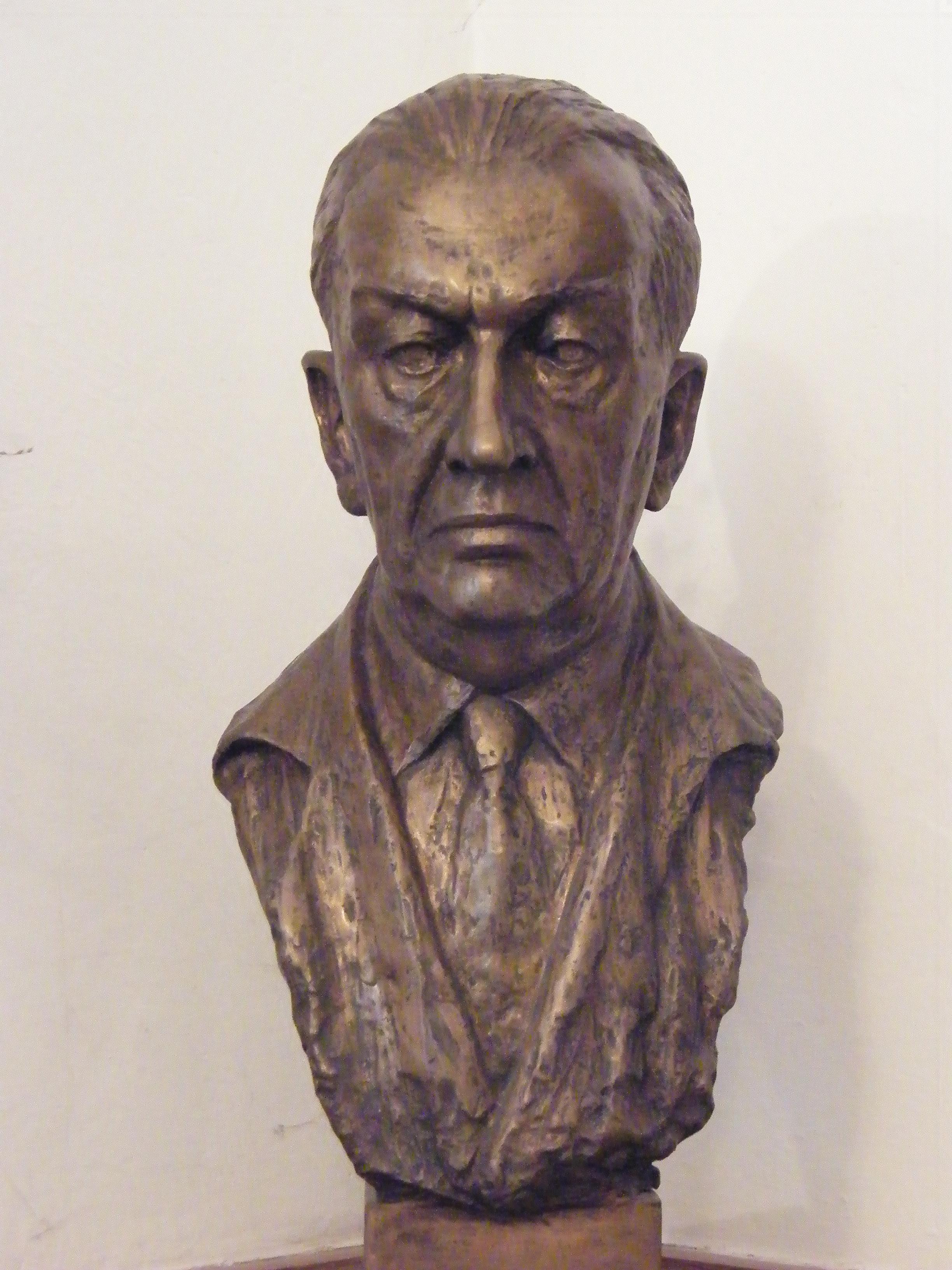 Busta prof. Josefa Charváta od akad. sochařky Zdenky Štěpánové. Foto: Petr Sucharda