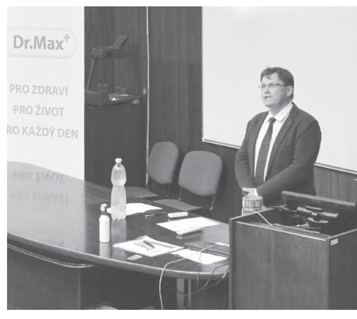 Předseda ČFS ČLS JEP prof. PharmDr. Martin Doležal, Ph.D. při zahájení akce