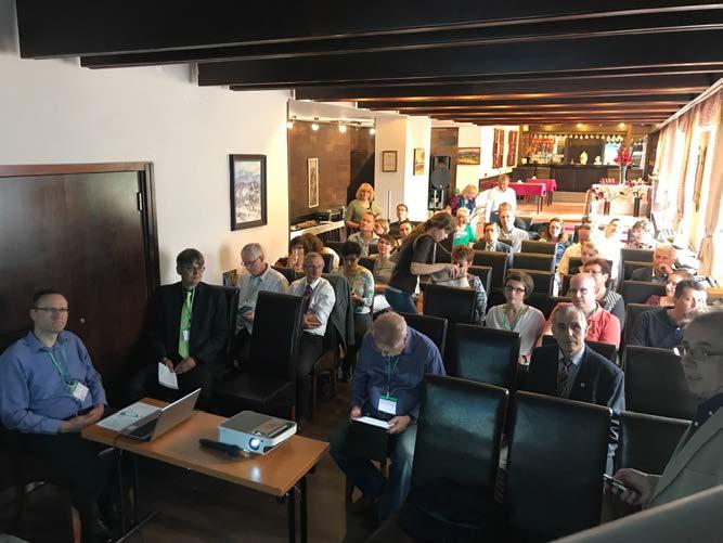 Komorní přednáškový sál v čele s prof. Dvořáčkem a doc. Kočvarou<br> Fig. 2. Prof. Dvořáček and doc. Kočvara in front of the audience