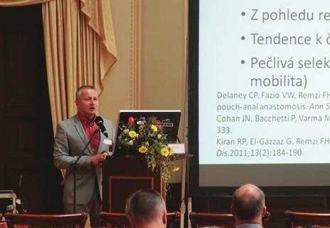 MUDr. Luděk Hrdlička přednáší na V. IBD pracovních dnech. Fig. 1. Luděk Hrdlička, MD, presenting at the 5<sup>th</sup> IBD working days.