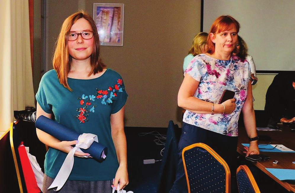 Foto 5, 6. Fotografie z prezentací mladých výzkumníků a slavnostního předávání diplomů