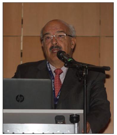 Prezident společnosti World Federation of Neurosurgical Societies (WFNS) prof. F. Servadei přednesl sdělení o současných možnostech edukace mladých neurochirurgů na všech kontinentech.