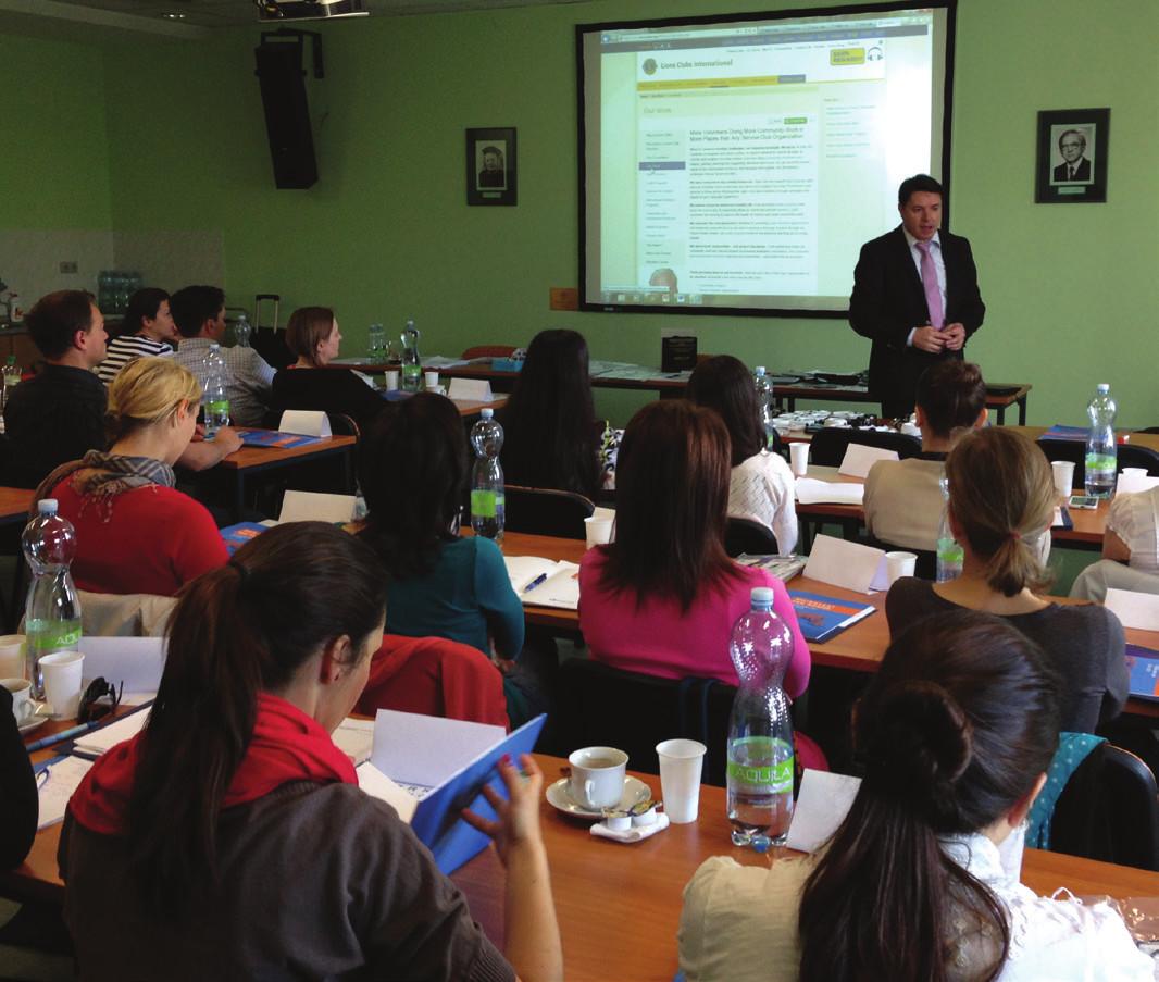 Foto 2 Výukové programy jsou vedeny v angličtine interaktivní formou pro skupiny kolem třiceti účastníků