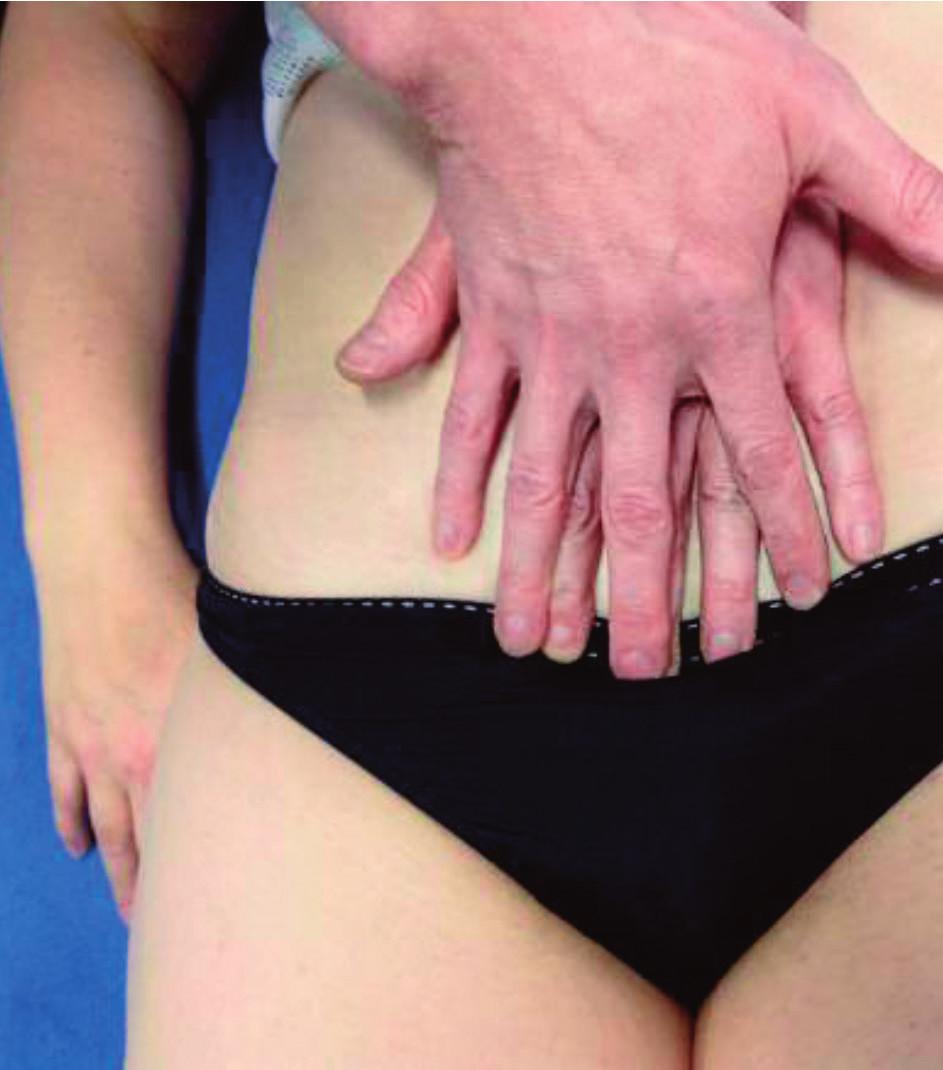 Pozice rukou při vyšetření a ošetření ligamenta pubovesicale.