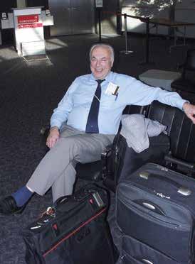 Prof. Blahoš v dobré náladě před odletem z výroční konference Americké společnosti pro výzkum kostí na letišti v San Francisku