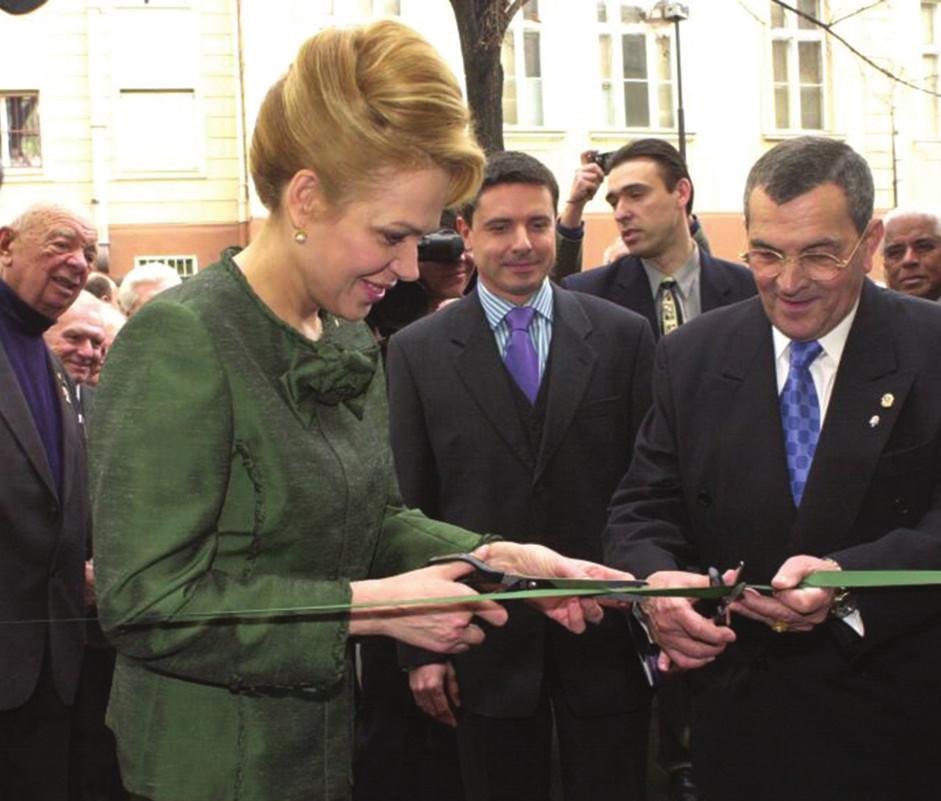 Foto 3 Slavnostní otevření budovy pani Dagmar Havlovou 21. března 2002