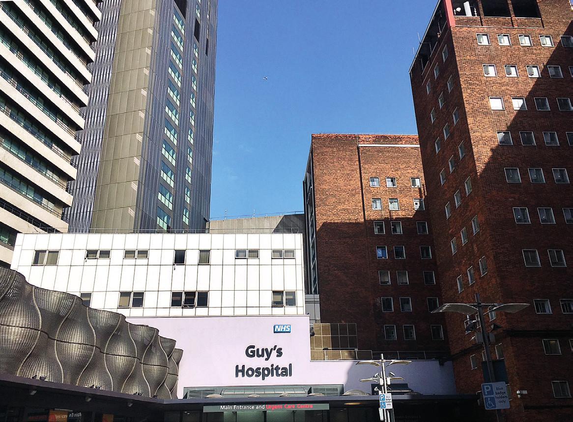 Na snímku Guy's hospital v Londýně