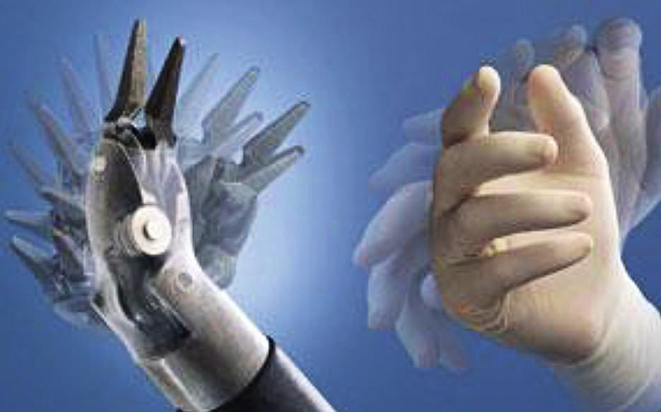 Schéma pohybu s operačními nástroji – je umožněna maximální pohyblivost, která je stejná jako má lidská ruka. Zdroj: Intuitive Surgical