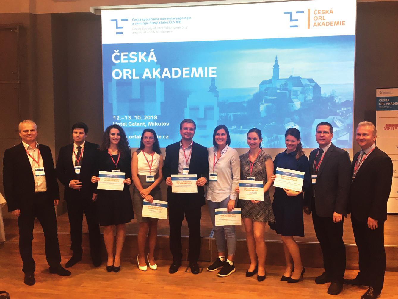 Na snímku účastníci akademie (s diplomy), jejichž práce byly odbornou komisí oceněny